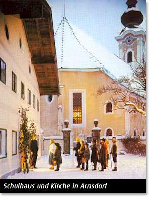 Schulhaus und Kirche in Arnsdorf